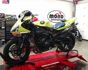 The gorgeous lime green Yamaha R1 having only just had her rear wheel bearing replaced after it collapsed, developed a horrendous knocking noise in her engine last weekend.