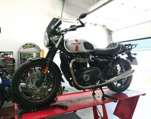 Bright & early Wednesday morning, we welcomed a Triumph Bonneville to the mono motorcycles workshop.