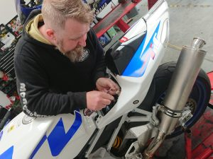 Following an investigation by Daniel, the Aprilia TUONO was found to have a broken wire in the fuel pump.