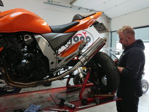 Daniel has fitted new chain, sprockets & rear discs, in advance of the new front discs still being on back order.