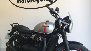 Monday was an exceptionally busy day for mono motorcycles. The first job of the week was for a lovely Triumph Street Twin