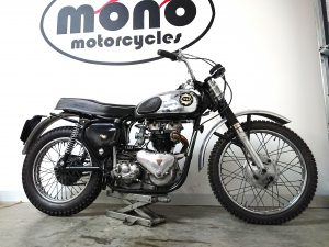 The TRIBSA: 1954 BSA A10 frame & 1956 Triumph engine joined us to assess starting issues, oil leak, side stand welding & to torque up all the bolts.