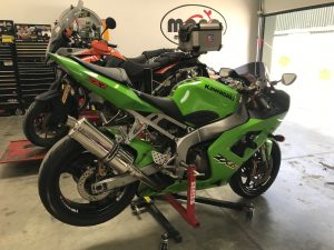 The Kermit Green Kawasaki ZX6R joined us at the beginning of the week for new tyres & a valve clearance check.