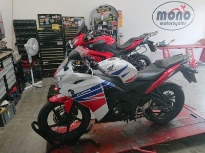 Thursday we welcomed a Honda CBR125, who joined us for new chain & sprockets & front & rear pads.