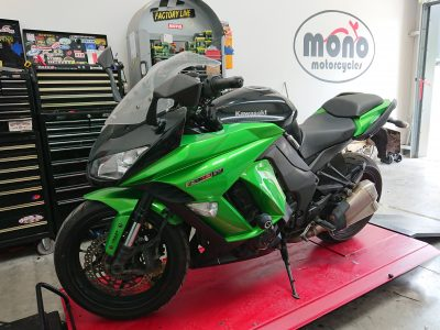Our 3rd Kawasaki on the bench last week, was the popping green Kawasaki Z1000SX.