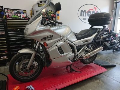 Thurs morning we welcomed a very clean Yamaha XJ900 Diversion to the workshop for interim servicing.