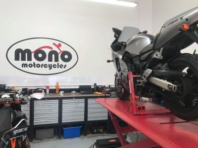 Friday morning we welcomed the big Kawasaki ZX12R to the workshop for a full service.