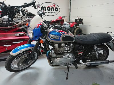 On Monday we welcomes a beautiful Bonneville Golden Jubilee (1952-2002) Triumph T100 to the mono motorcycles workshop.