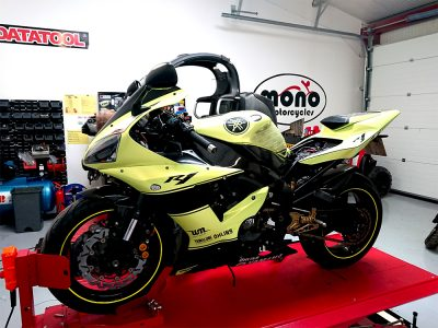 Wednesday afternoon we welcomed one of our regular customers Yamaha R1's to the mono motorcycles workshop for a fitting of a new (pre used) wiring loom & Healtec gear indicator.