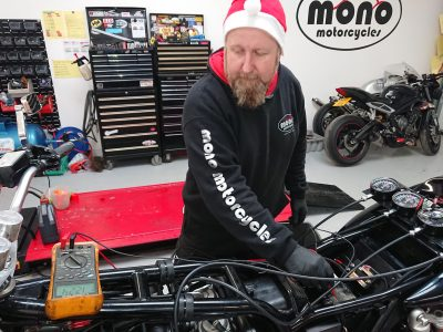 Once Daniel the 'wiring whisperer' Elf had checked that the magic fuel was fresh, he then checked the motogadget system on the trike (which he had fitted last Christmas) & noticed that it was telling him that a circuit was out.