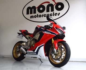 An immaculate Honda CBR1000RR joined us for professional detailing & Ceramic coating/NANO Seal